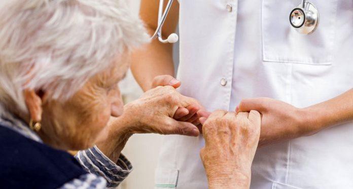 مراقبت از سالمندان - متخصصین - آموزشی - پزشکی - کادر درمان - پرستار